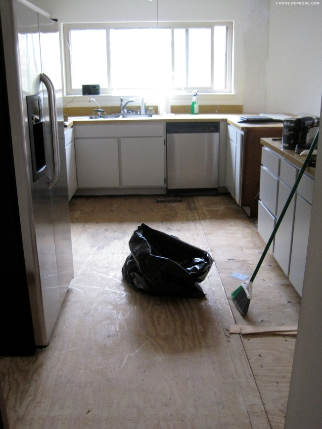 homemoyaone_kitchen_flooring-gone