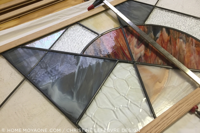 HomeMoyaone_stained-glass-sneak